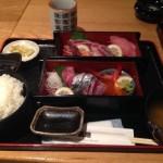 新宿駅周辺のランチで刺身が食べたくなったら「魚の三是」