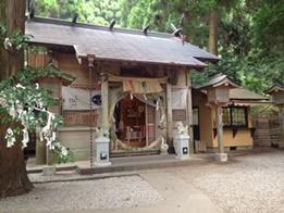 芸能人もお忍びで訪れる「荒立神社」の不思議な板木